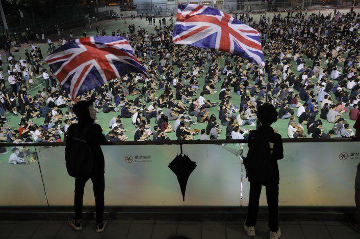 Policía presenta cargos contra joven baleado en Hong Kong