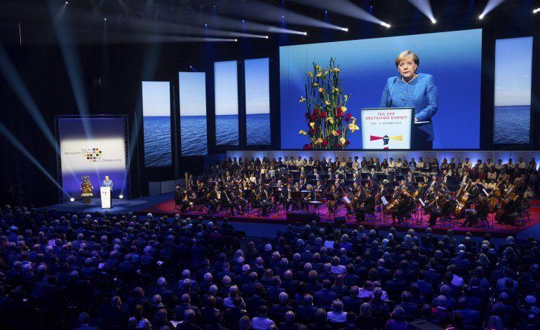 Merkel: La reunificación de Alemania es un proceso en curso