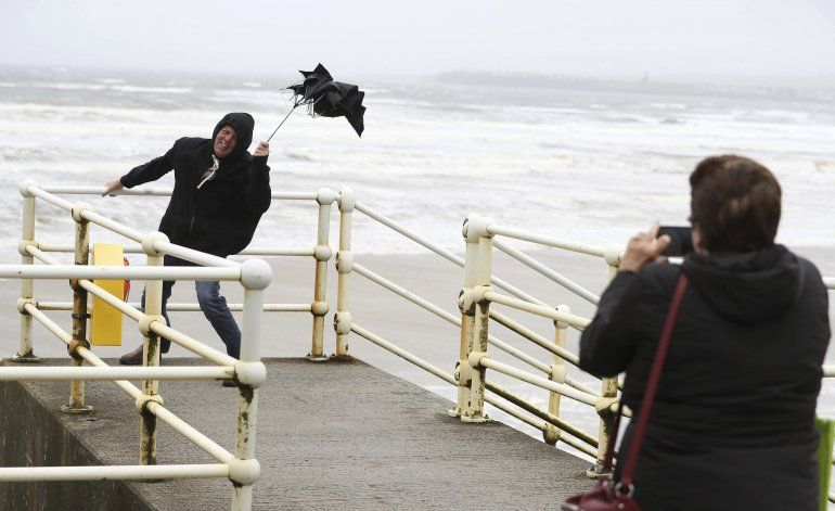 Remanentes del huracán Lorenzo afectan Irlanda y Reino Unido