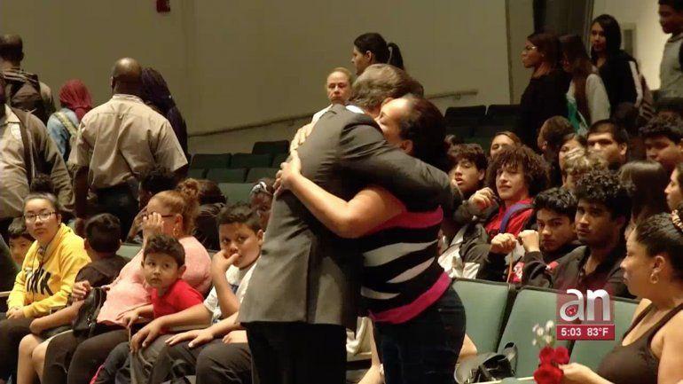 Una emotiva ceremonia se realizó para recordar a Cristian Burgos, el estudiante que falleció después de salvar de ahogarse a una madre y su hijo