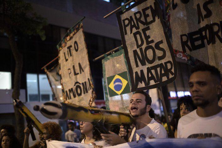 Brasil: estudiantes protestan contra cortes presupuestarios