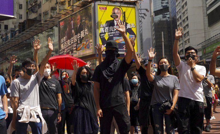 Hong Kong: protestas desafían prohibición de usar máscaras