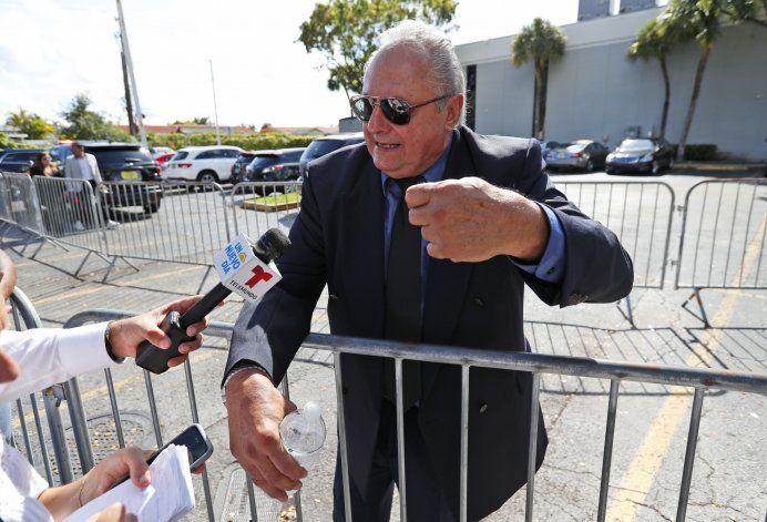 Hijos de José José despiden juntos a su padre en Miami