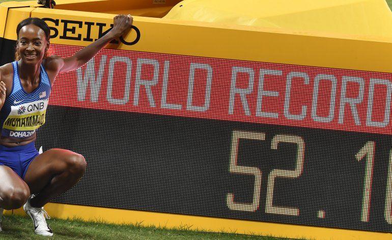 Dalilah Muhammad bate récord mundial de 400 vallas