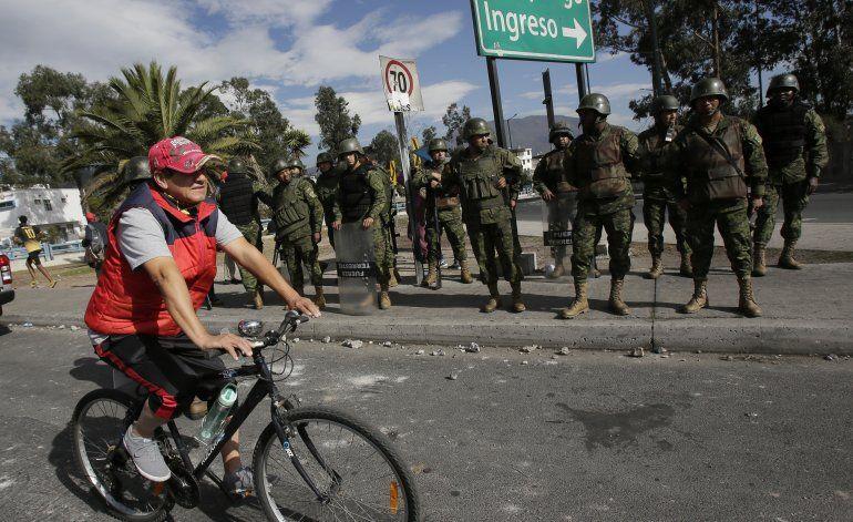 Ecuador: Termina paro de transporte por alza de combustibles
