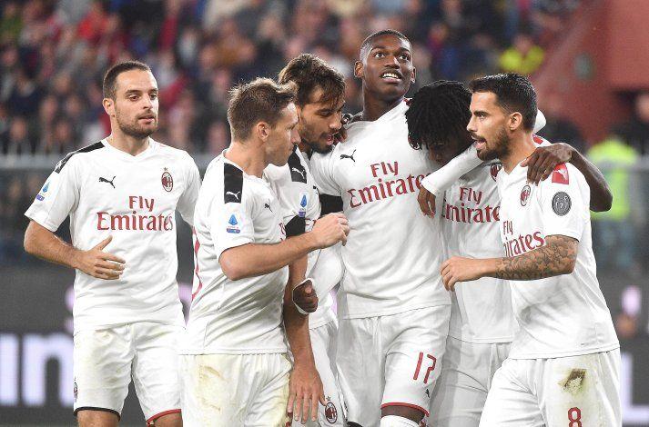 Reina ataja penal; Milan supera 2-1 a Genoa