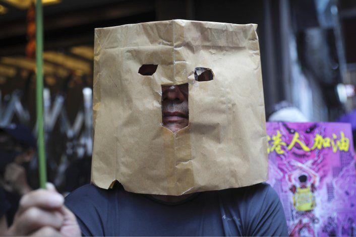 Miles protestan en Hong Kong tras prohibición de máscaras