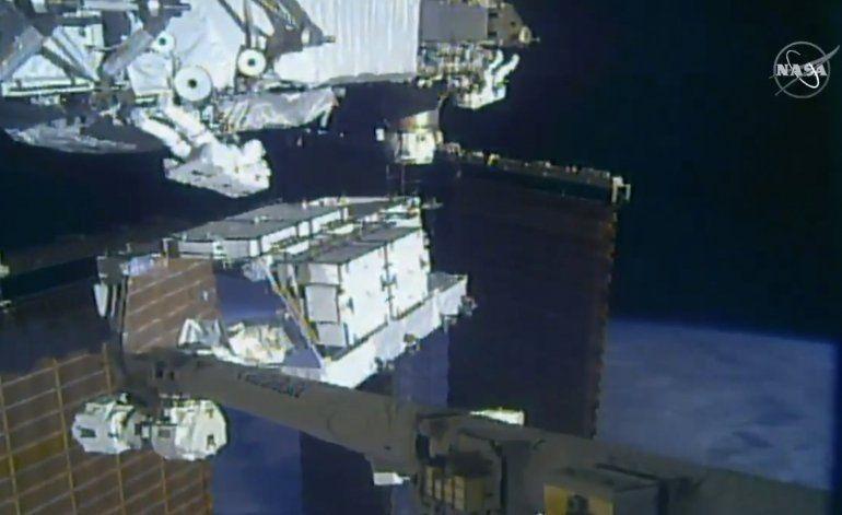 Exitoso inicio de reemplazo de baterías de estación espacial
