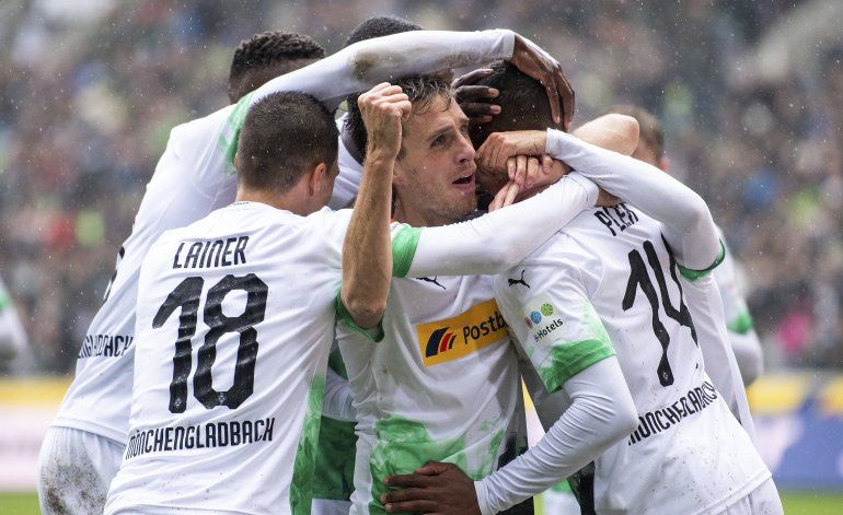 Gladbach apalea 5-1 a Augsburg, es 1ro en la Bundesliga