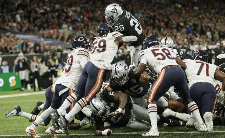 Josh Jacobs lleva a Raiders a remontada sobre Bears