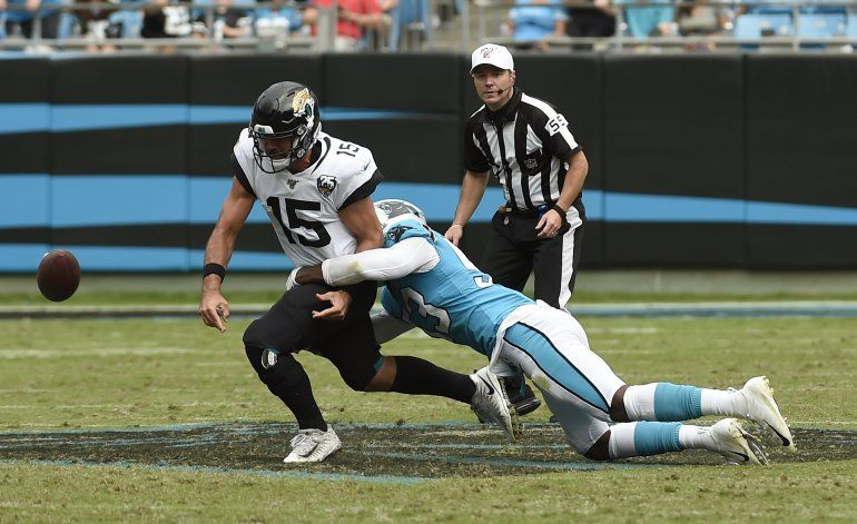 McCaffrey anota 3 veces y Panthers vencen a Jaguars
