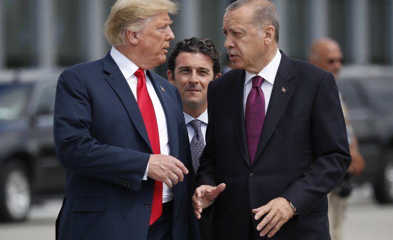 Trump defiende decisión de abandonar a aliados kurdos