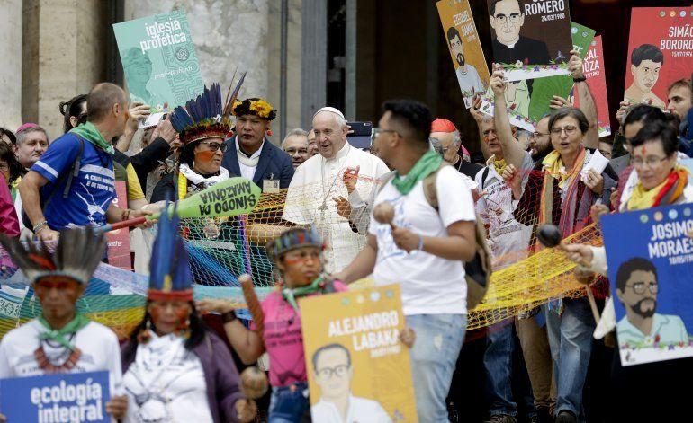 """Papa pide debate """"valiente"""" sobre falta de curas en Amazonía"""