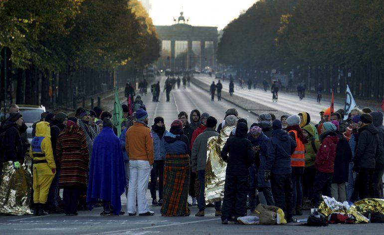 Activistas climáticos cortan carreteras en Europa