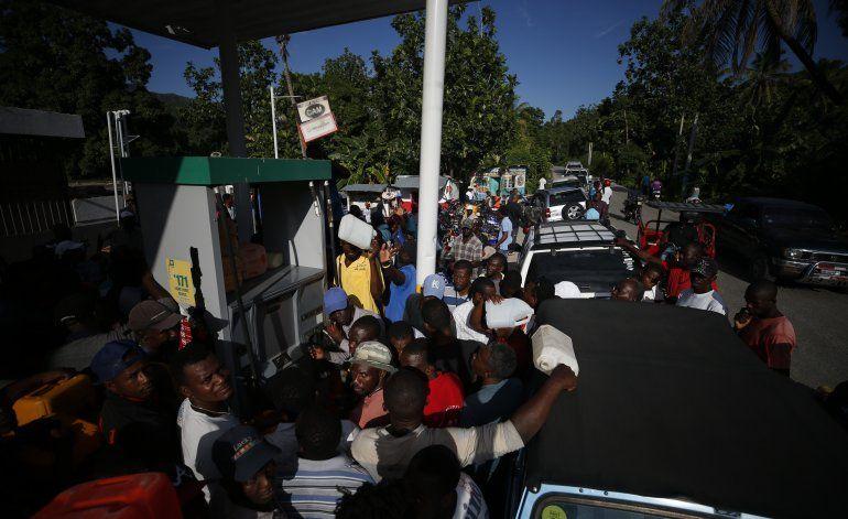 Arden barricadas en 4ta semana de protestas en Haití