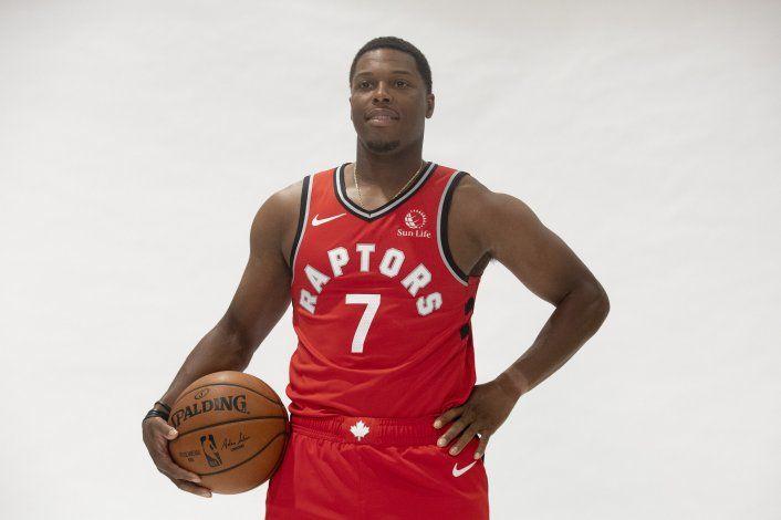 Agente: Lowry acuerda extensión con Raptors por un año