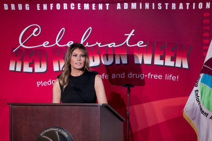 Melania Trump pide no promocionar cigarrillos electrónicos
