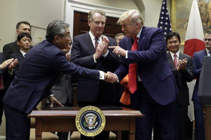 EEUU firma acuerdo comercial limitado con Japón
