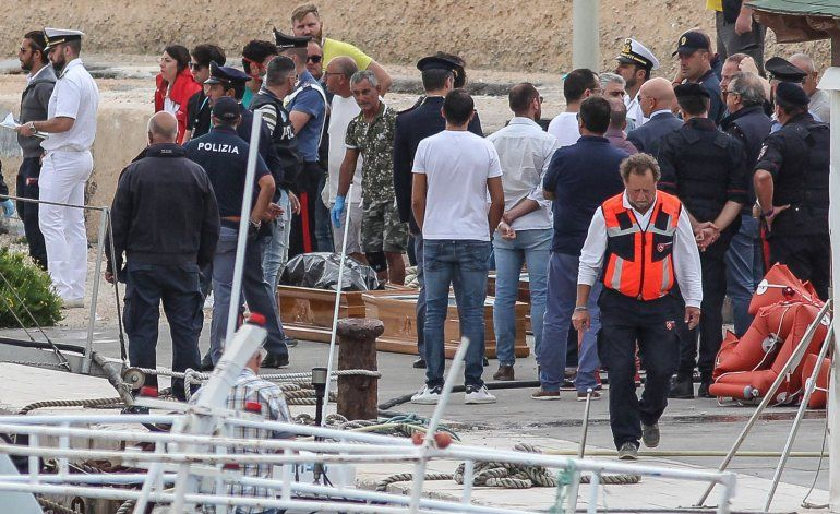 Comisario UE de Migración pide apoyo para plan de desembarco
