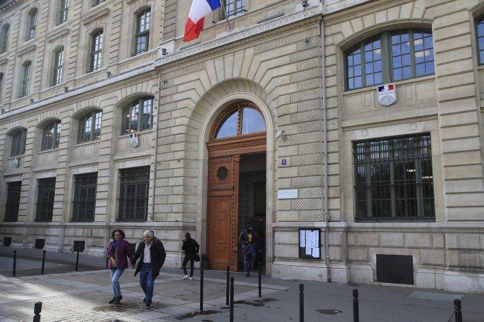 Macron rinde homenaje a los policías asesinados por colega