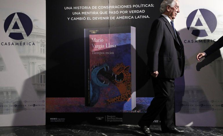 """En """"Tiempos recios"""", Vargas Llosa """"miente"""" con la historia"""