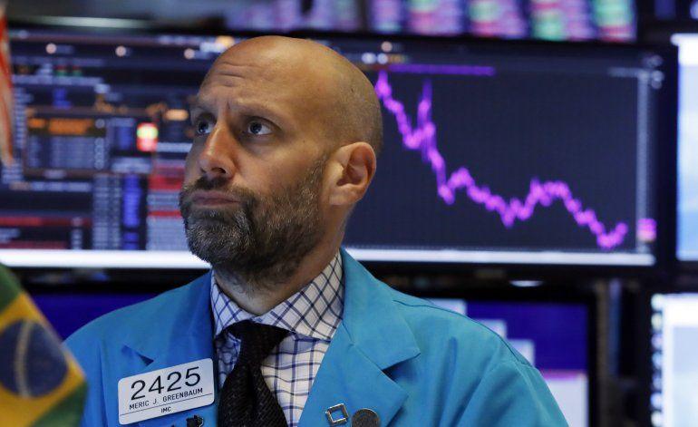 Wall Street cae por tensiones comerciales EEUU-China