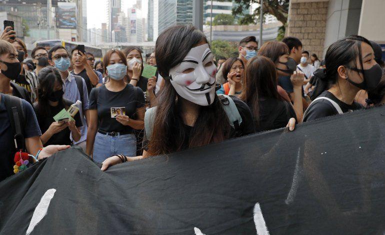 Manifestantes en Hong Kong piden liberación de un activista