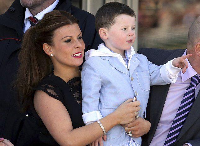 Esposas de Rooney y Vardy discuten vía Twitter