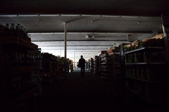 Millón y medio de californianos sin luz, muchos por 2do día