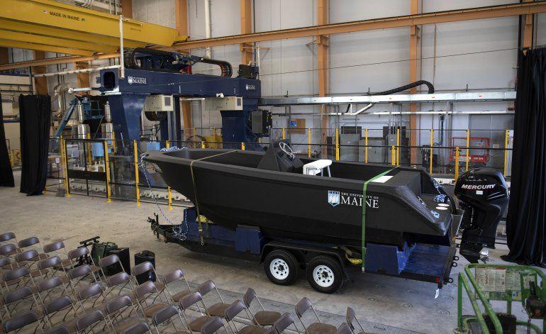 Enorme impresora 3D crea un barco capaz de navegar