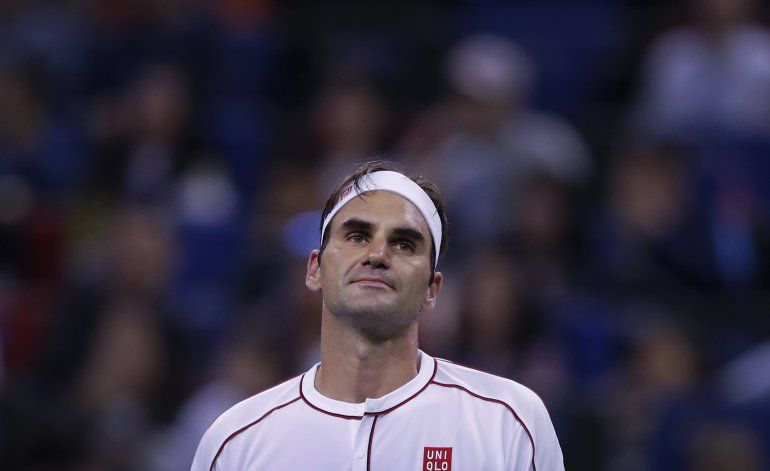 Federer y Djokovic avanzan a cuartos en Shanghái