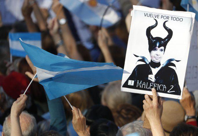 Argentina posterga juicio vs CFK hasta después de elecciones