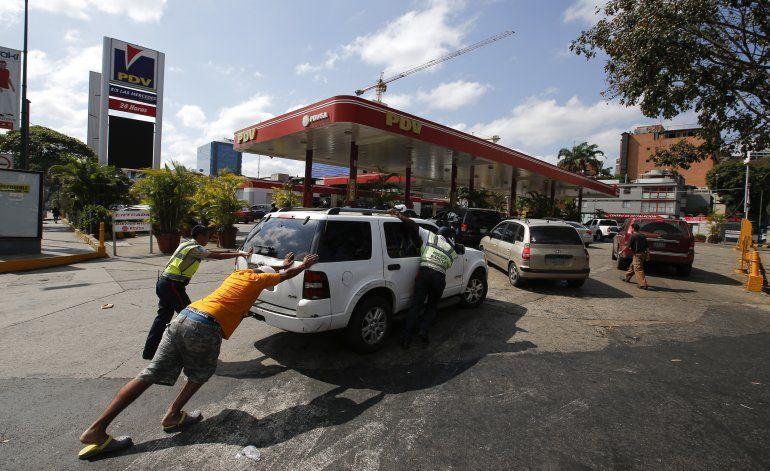 Venezuela: Desabasto de gasolina afecta a ambulancias