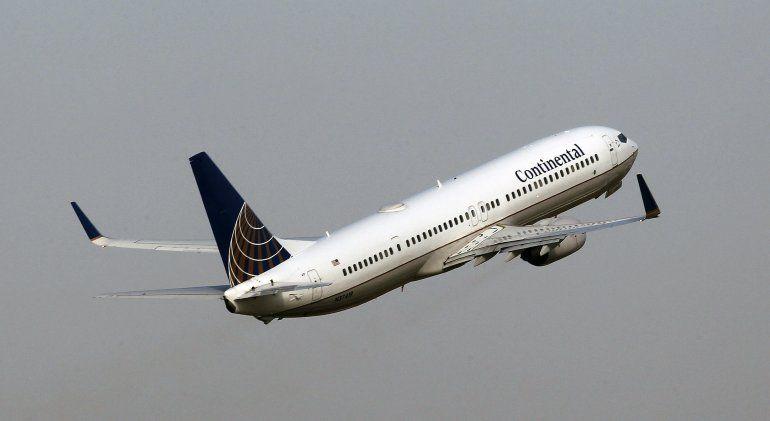 Encuentran fisuras en pieza clave de aviones Boeing 737
