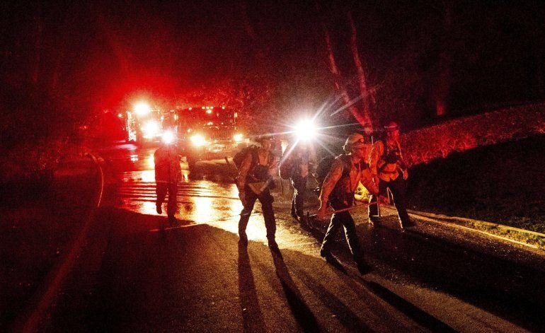 Basura quemada causa incendio forestal en California