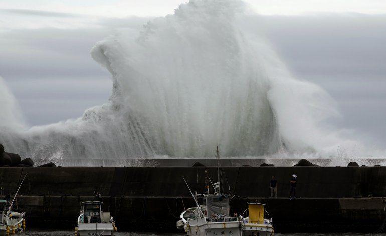 El tifón Hagibis amenaza Japón con lluvias intensas y viento