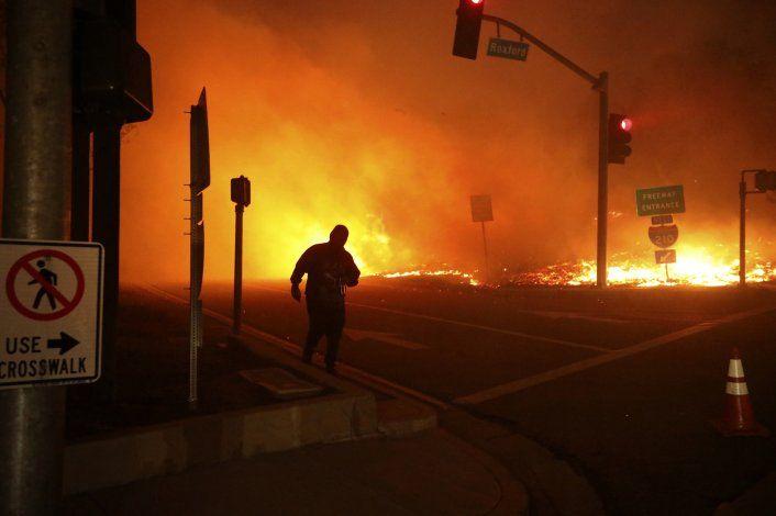 100.000 personas desalojan hogar por incendio en California