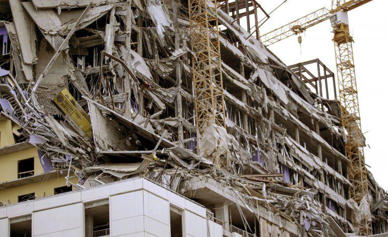 Dos muertos tras derrumbarse un hotel en Nueva Orleans