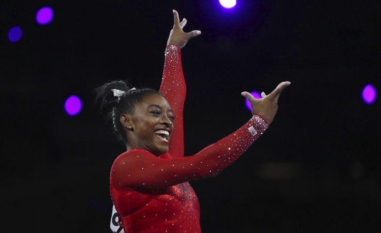 Simone Biles gana el salto e iguala récord de medallas