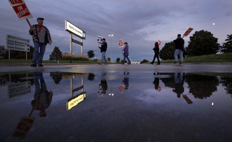 EEUU: Sindicato aumenta subsidio a huelguistas de GM