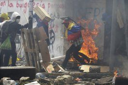 ecuador: presidente deroga decreto con medidas economicas