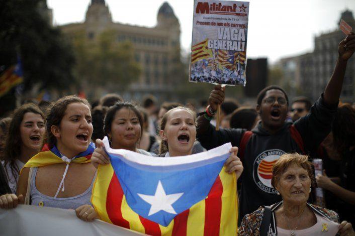 Protestan en España tras condenas a separatistas catalanes