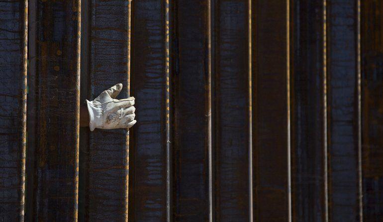 Demócratas protestan desvío de fondos de Trump para el muro
