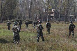fuerzas militares se enfrentan en cachemira, dejan 4 muertos