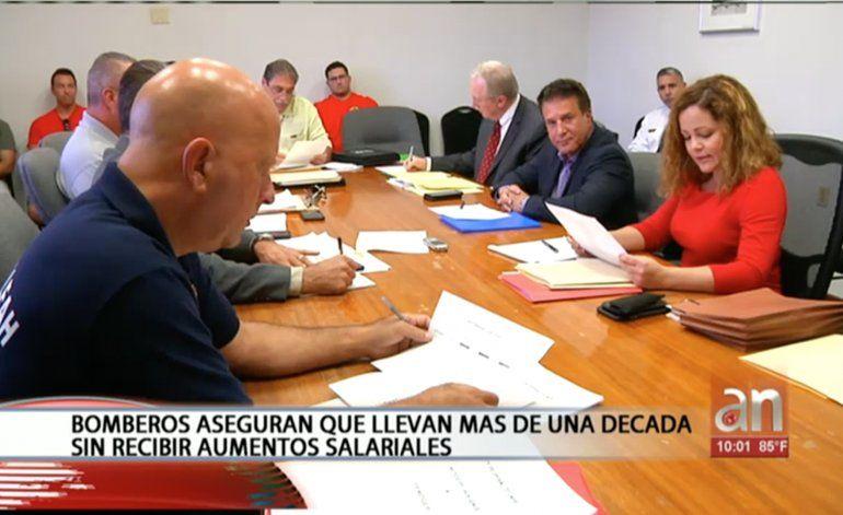 Bomberos de Hialeah y el alcalde de esa ciudad no llegan a un acuerdo tras horas de discusión