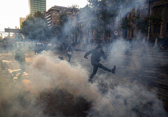 Chile: Estado de emergencia por disturbios en Santiago.