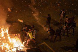 pese a exhorto de alcaldesa, continuan choques en barcelona