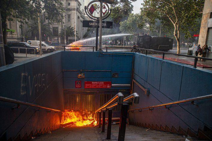 Militares patrullan en la capital chilena tras disturbios