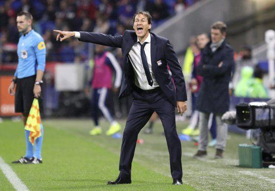 Lyon cede más puntos, rivales del PSG se rezagan