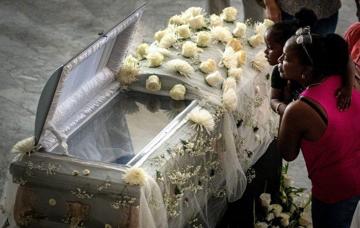 Miles de cubanos rinden homenaje y despiden a Alicia Alonso